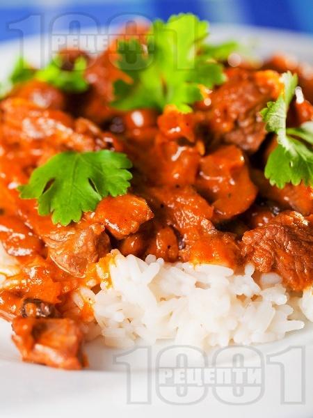 Бьоф Строганов - руско ястие с телешко месо, гъби, домати, бяло вино и сметана - снимка на рецептата